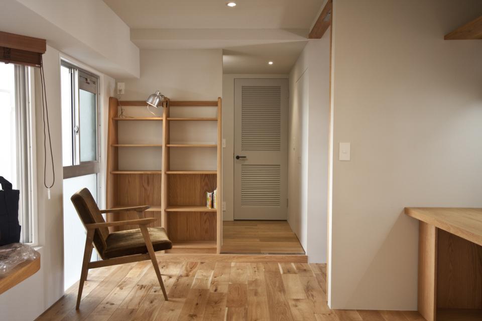 所蔵する本の数が多い家族のマンションのリノベーションの写真9