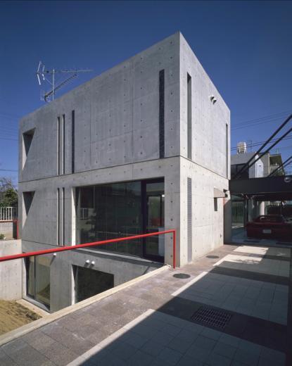 ガラス張りのショーケースのあるガレージハウス-CASA ROSSA-の写真10