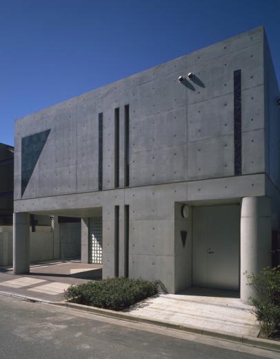 ガラス張りのショーケースのあるガレージハウス-CASA ROSSA-の写真11