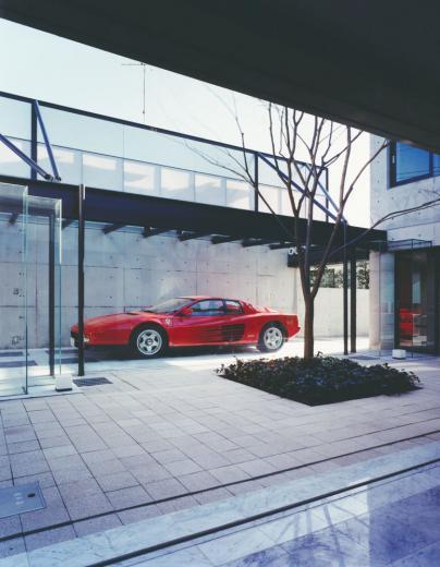 ガラス張りのショーケースのあるガレージハウス-CASA ROSSA-の写真4