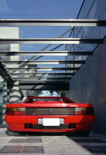 ガラス張りのショーケースのあるガレージハウス-CASA ROSSA-の写真6
