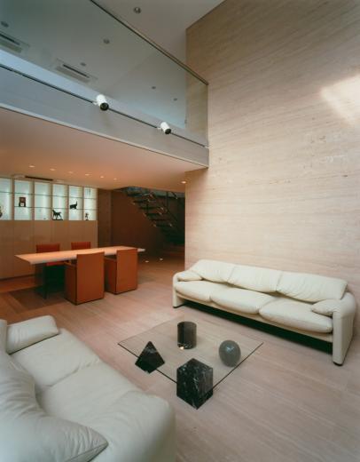 ガラス張りのバスルームのある住宅-FIORIRE-の写真1