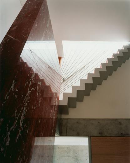 ガラス張りのバスルームのある住宅-FIORIRE-の写真2