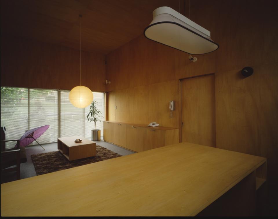 シナ合板の家の写真2