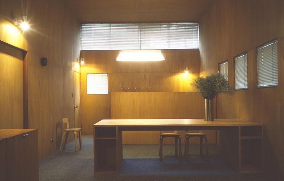 シナ合板の家の写真3