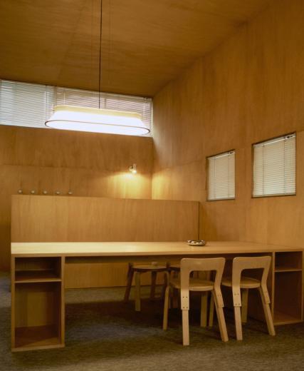 シナ合板の家の写真4
