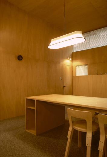 シナ合板の家の写真5